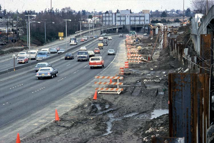 Construction of Eastside MAX light right along the Banfield Fwy.