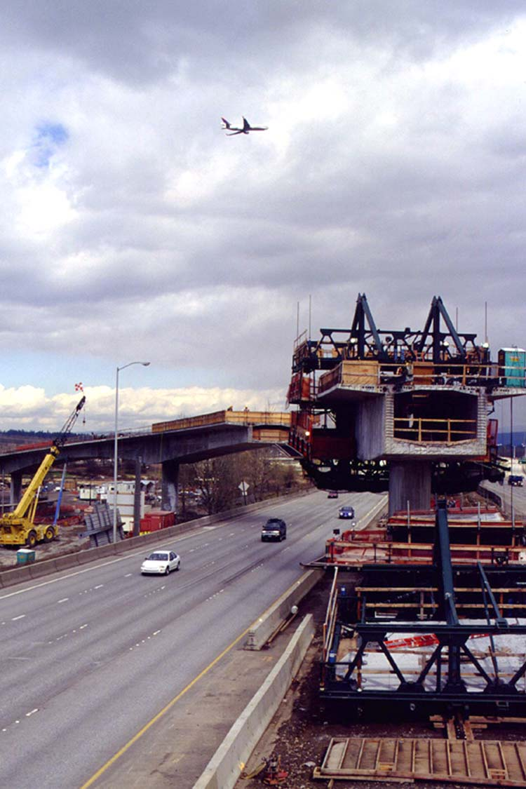 Construction of the Airport MAX Red Line over the I-205 freeway